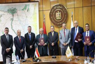 توقيع اتفاقية مستحقات عمال الحديد والصلب
