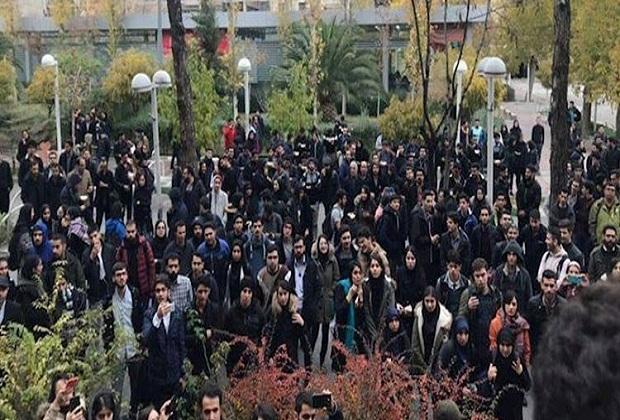 احتجاج العاملين في إيران
