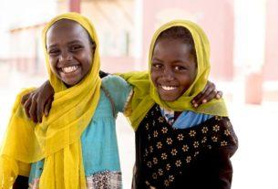 طفلتان من السودان